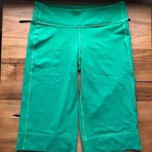 Lululemon Clam Digger Green Crops Luon Size 6